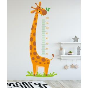 Žirafa z merilnim trakom